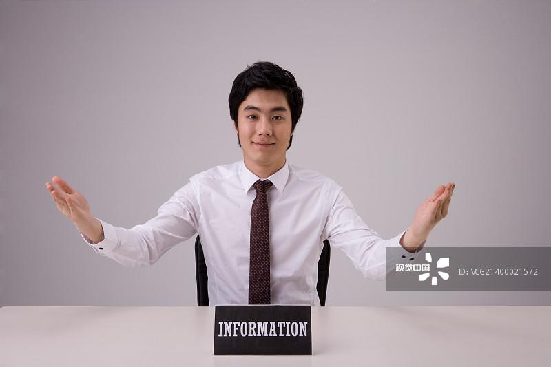 男人 办公室 照片 微笑 职业 青年男人 青年人 人 概念 男商人 约伯 工