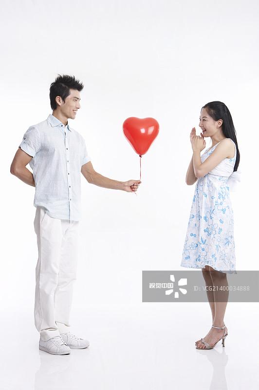 鲜 印度文化 照片 微笑 伴侣 青年人 人 订婚 一个人 双亲家庭 爱