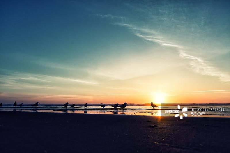 海边夕阳水彩画