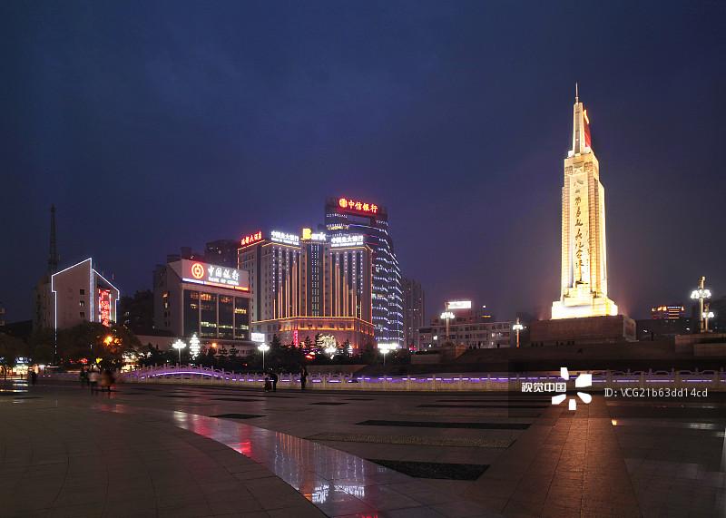 城市 江西省 南昌市 背景人物 发展 路 中国 金融建筑 都市风光 四个人