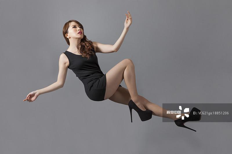 衣服 女性 人物 时尚 华贵 女性特质 亚洲人 性感 仅成年人 躺 青年人