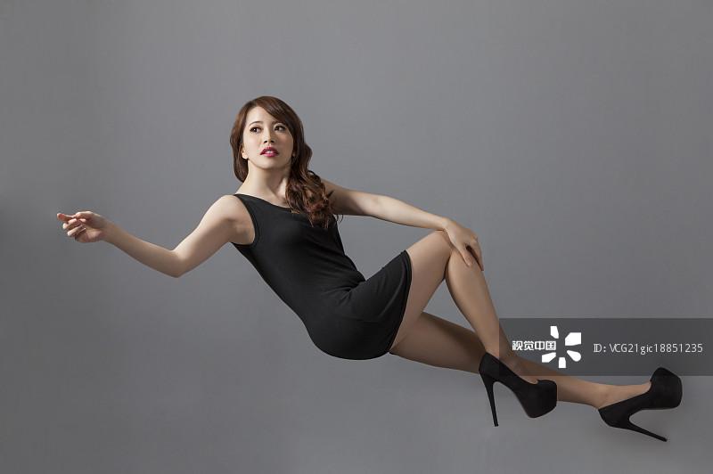 30岁 衣服 人物 女性特质 数码合成 亚洲人 仅成年人 青年人 女性 彩色