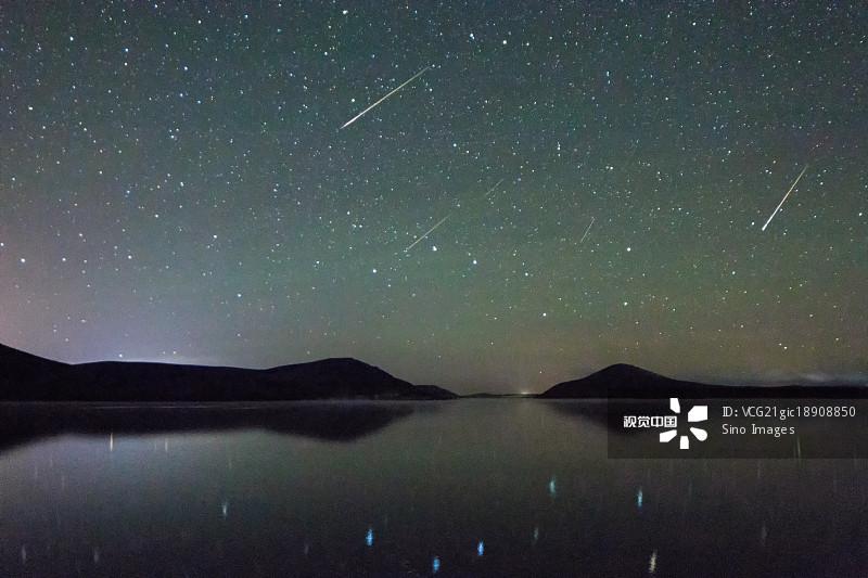 天空 丘陵 星空 自由 夜晚 放松 无人迹 水 内蒙古 自然美 流星 星系