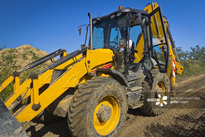 铲车-交通方式 肮脏的 商务 陆用车 运输 建筑工地 铲子 制造机器 成年