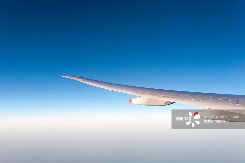 军用机 机翼 波音777 德国 旅行的人 青绿色 鱼饵 万里无云 飞机机械