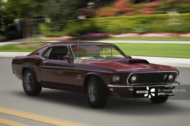 影有关的场景 福特野马 运输 驾车 老爷车 1960年 1969年 跑车 四分之高清图片