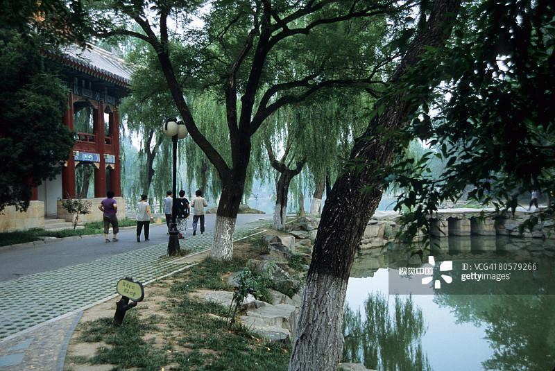 学习 教育 北京大学 东亚 青年男人 仅成年人 青年女人 大学 青年人 人 图片