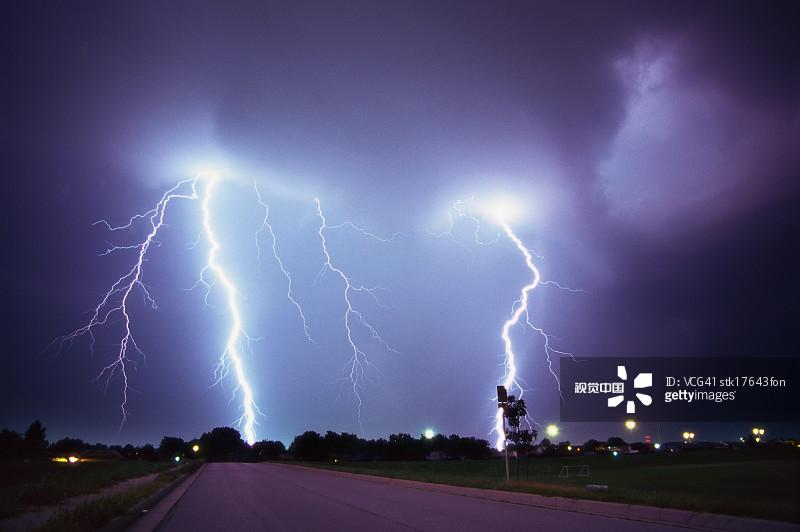 电 电 无人 电流 毁灭 色彩鲜艳 精力 活力 户外 戏剧性的天空 雷雨 暴图片