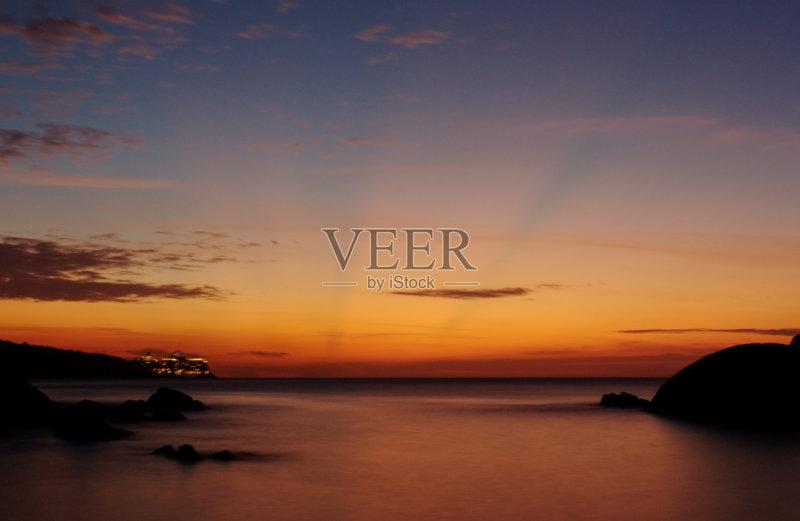 海景 巨石 曙暮光 太阳 黄昏 岛 地形 河岸 悬崖 云 石头 云景 海滩 户外