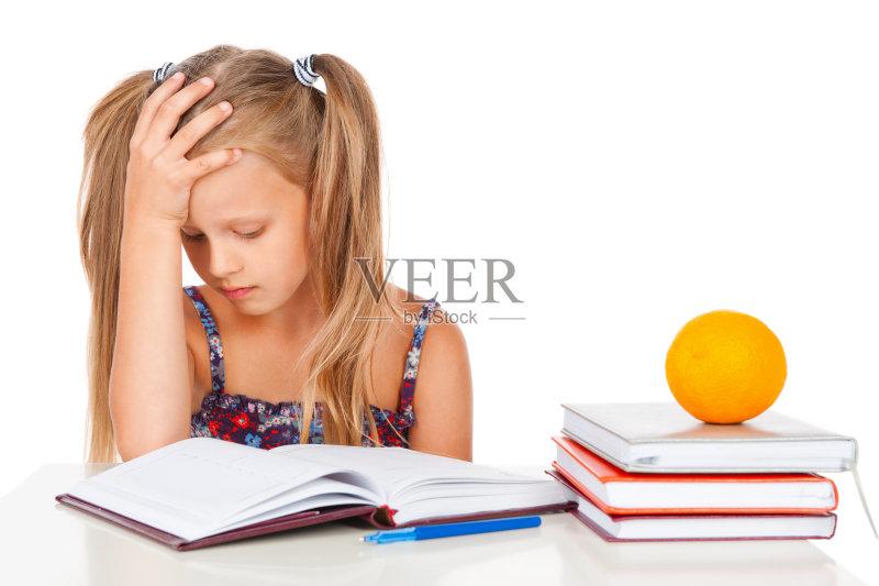 用品 疲劳的 儿童 家庭作业 铅笔 书 女生 托腮 书桌 笔记本 青少年 读书