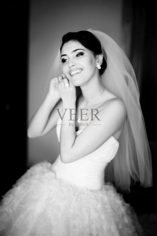 活方式 婚礼 新娘 黑发 自然美 可爱的 性感 一个人 仅一个青年女人 图片
