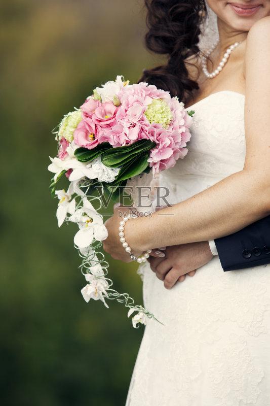 新娘-秋天 异性恋 人 妻子 白色 女人 肖像 新婚夫妇 手 男性 黄色 白人 图片