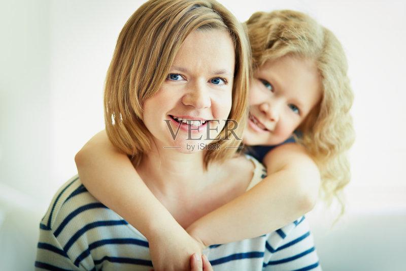 女儿 女孩 女人 单身母亲 白人 情感 儿童 教育 女性 相伴 小的 女生 简