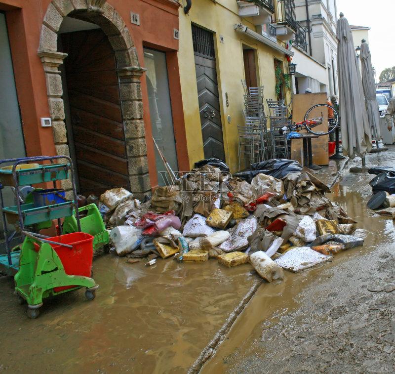 水灾 垃圾填埋场 收集 垃圾 泥 古老的 循环利用 维琴察 垃圾筒 毁灭的