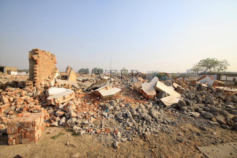 坏掉的 夸张 垃圾 建筑业 设备用品 毛石 天空 蓝色 毁灭的 亚洲 钢铁
