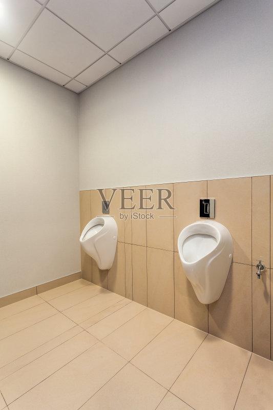 槽 用具 公共厕所 公共建筑 室内 厕所 砖地 现代 水龙头 建筑图片