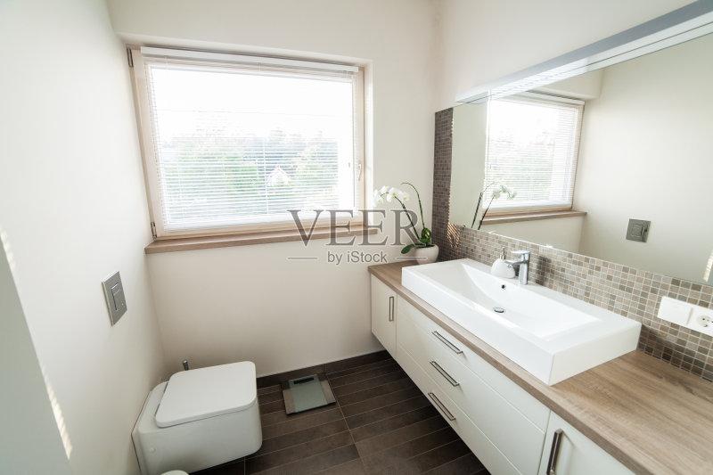 活方式 新的 厕所 居住区 地板 镜子 现代 建筑图片