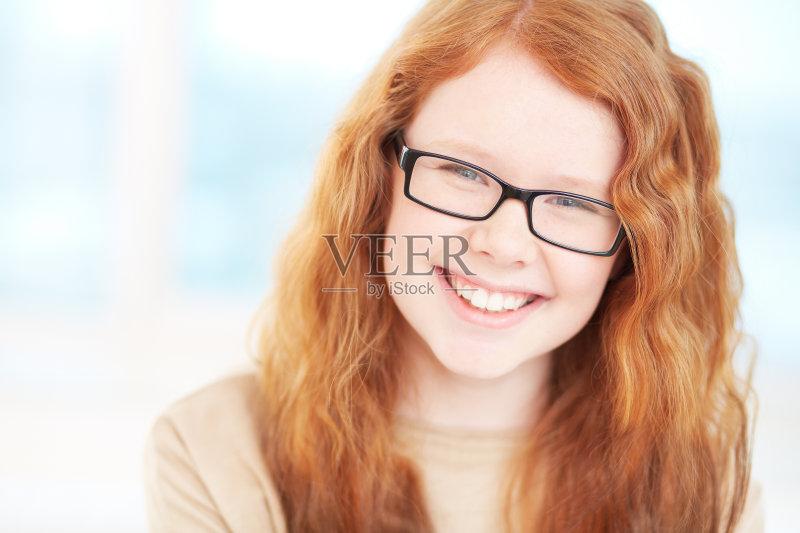 人 欢乐 看 少女 迷人 青春期 卷发 女性特质 白人 情感 儿童 女性 女生