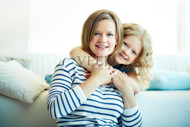 欢乐 女儿 女孩 女人 单身母亲 白人 情感 儿童 教育 女性 相伴 小学