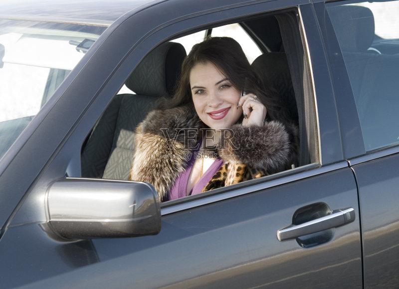 开车-司机 人 驾车 文化 白色 女人 彩妆 少女 手 运输 陆用车 白人 女性 旅行