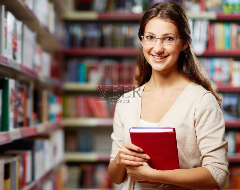 高中 白人 图书馆 女高中生 大学 教育 图书封面 女性 学习 书架 生活