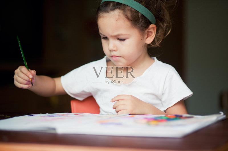 乐 一个物体 作画 儿童 工业 教育 报纸 种族 室内 艺术品 焦点 专心 微