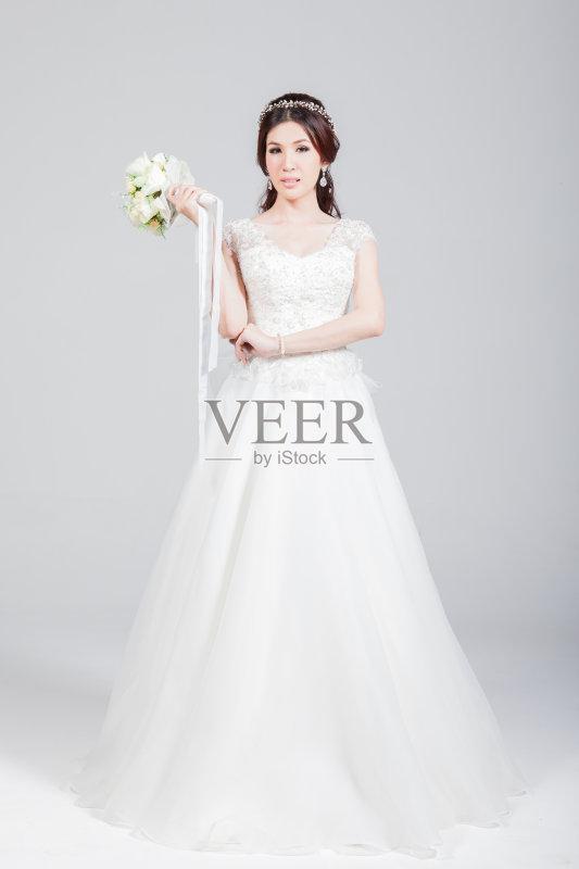 一个青年女人 婚纱 魅力 青年人 美人 庆祝 成年人 连衣裙 仅成年人