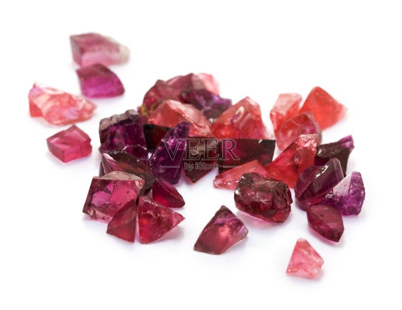 学 原始视频 矿物质 宝石 大量物体 白色 红色 白色背景 自然 电气石