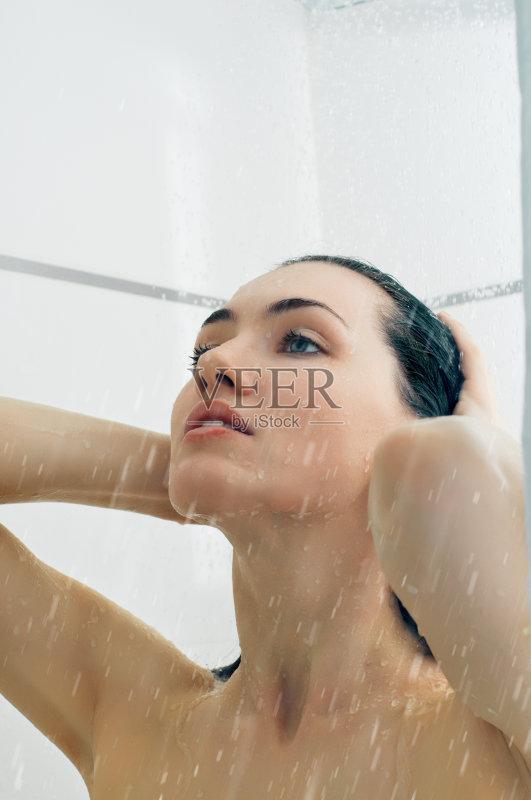 生活方式 溅 洗澡 湿 快乐 淋浴 身体保养 人体 皮肤 水图片