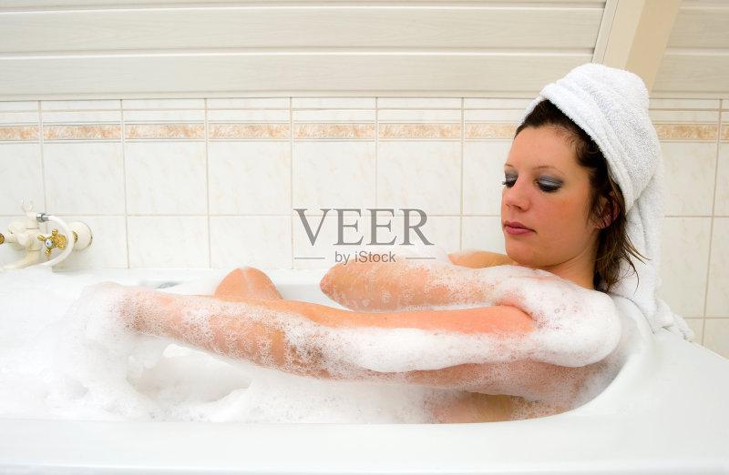 健康生活方式 洗澡 健康 休息 水 美人 成年人 泡沫材料 热水池浴图片