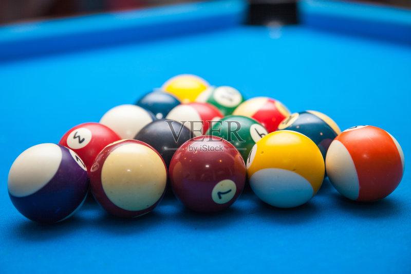 术文化和娱乐 台球 紫色 休闲游戏 网 绿色 橙色 数字8 球袋 有序 蓝色 图片