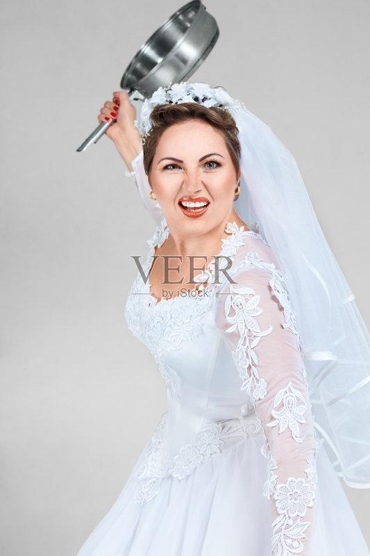 一个青年女人 婚纱 狂怒的 青年人 衣服 美人 成年人 连衣裙 仅成年人