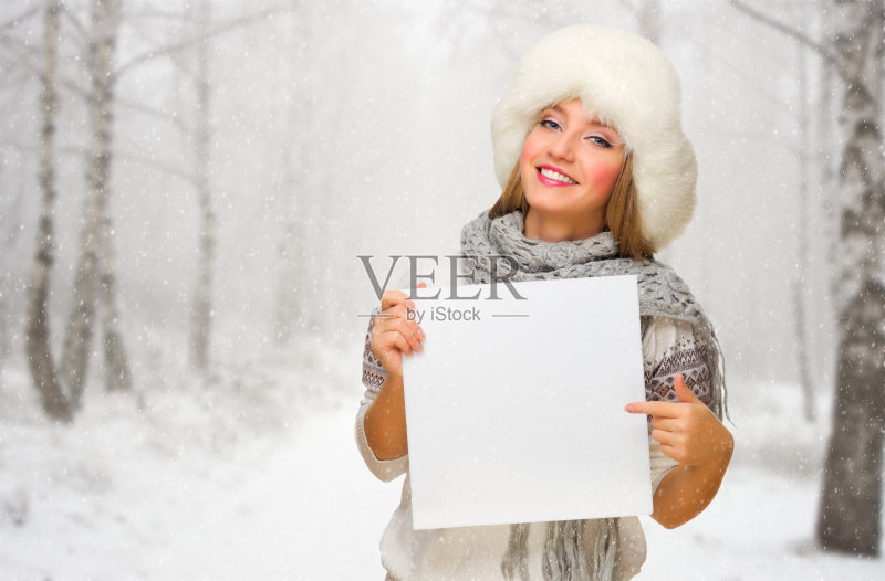 闲装 空白的 模仿 帽子 白人 海报 毛衣 种族 女性 布告栏 微笑 圣诞节