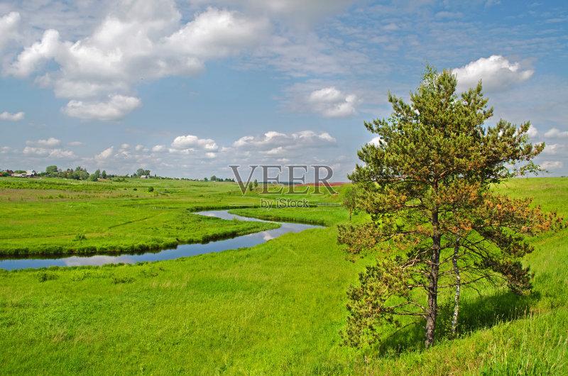 田野-俄罗斯 绿色 山 安静 天空 夏天 太阳 自然 白昼 无人 宁静 水 河流