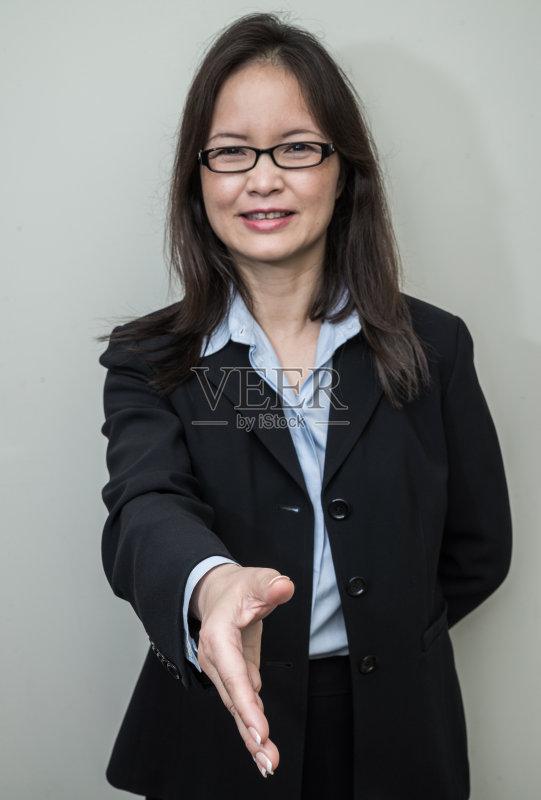 工资 蓝色 模仿 你好 衬衫 拿着 商务 教育 公司企业 成年人 里面 女商人