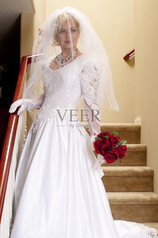 一个青年女人 婚纱 魅力 珍珠首饰 青年人 快乐 20到29岁 美术肖像 缎