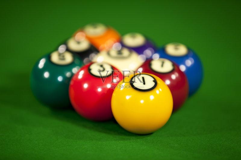 人 休闲游戏 桌球台 业余爱好 球袋 台球 乐趣 斯诺克图片