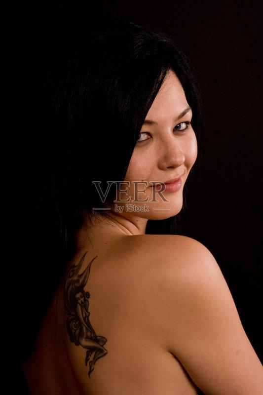 景 蓝色眼睛 纹身图片