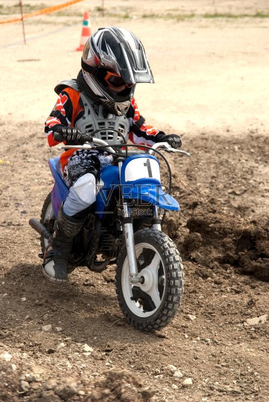 摩托车 人 男孩 儿童教育 仅男孩 一个人 摩托车越野赛 仅儿童 忧虑 青年