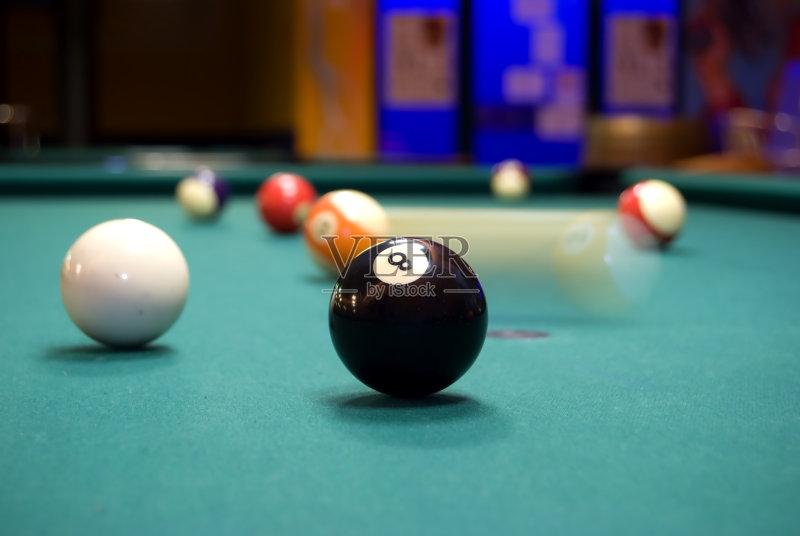 运动 无人 桌球台 室内 黑色 休闲追求 8号球 灯 台球 球体 台球房 圆形图片