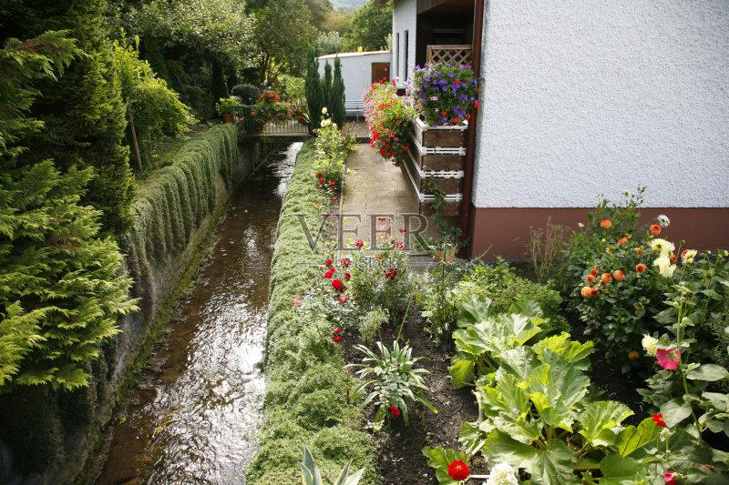 花园-秋天 小溪 无人 花 人间天堂 植物 花坛 居住区 房屋 德国 户外 园林