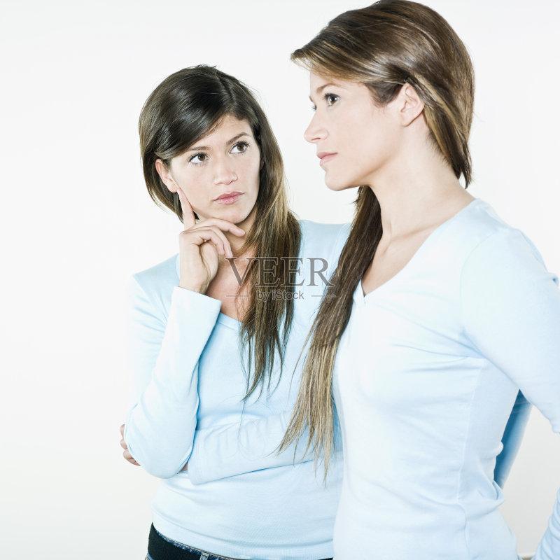 症 白色背景 模仿 白人 面对面 女性 美女 个性 身份 思考 可爱的 美 友