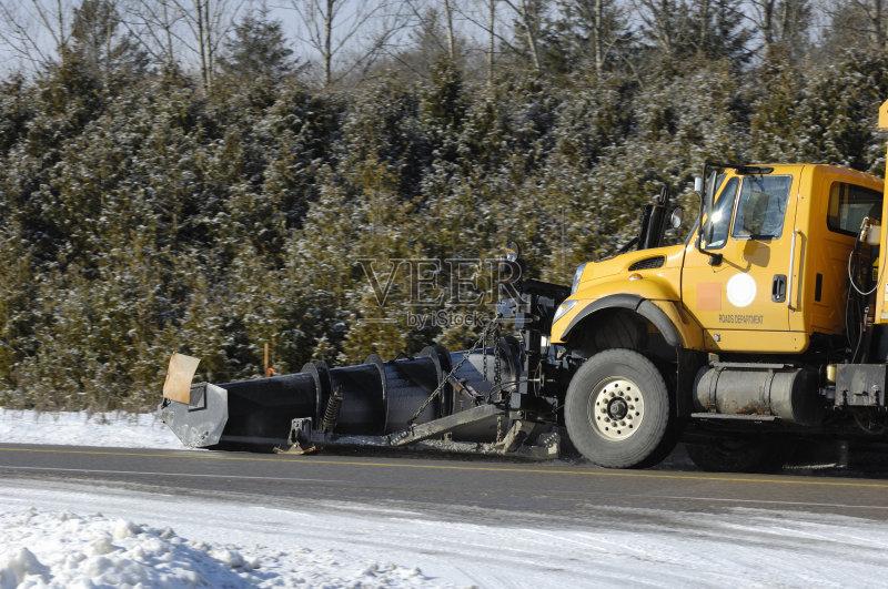 卡车 冬天 扫雪车 路 街道图片