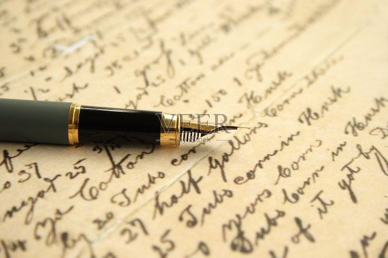 钢笔- 黄色 喷泉 水笔 古典式 写 字母 书桌 手写 组物体 金色 背景 明信片