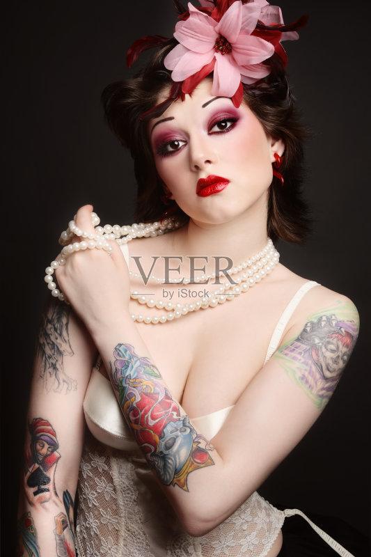装模特 耳饰 纹身 女性特质 女性 女士内衣 古怪的 时尚 性感 美 发型 图片