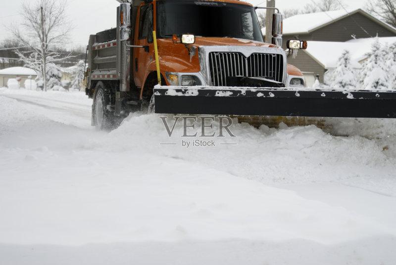卡车 季节 扫雪车 吹 工作 街道 户外 雪 行动 推 天气 橙色 公路 雪堆 图片
