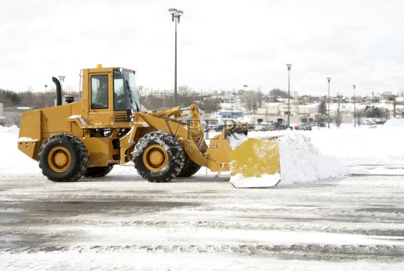 天气 拖拉机 扫雪车 暴风雨 运输 设备用品 黄色 大风雪 冬季服务 工业 图片