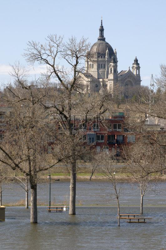水灾 密西西比河 野餐 教堂 城市 春天 自然 桌子 大教堂 无人 水 树 河流