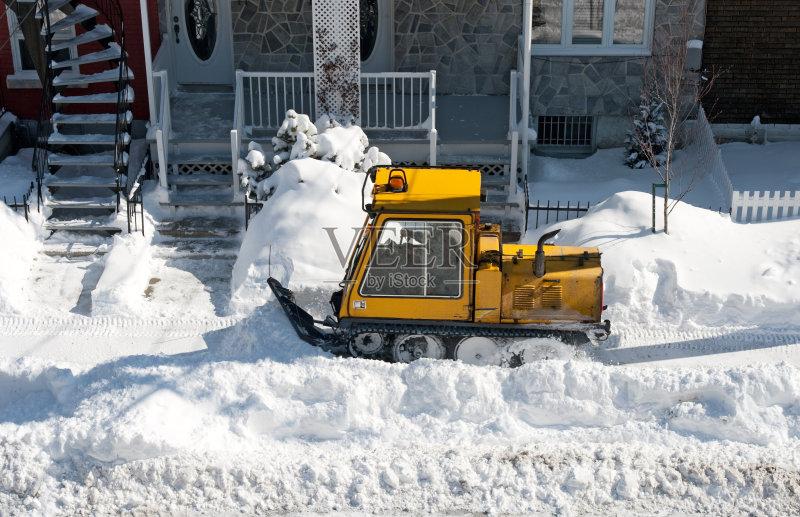 堆 冬季服务 扫雪车 加拿大 北图片