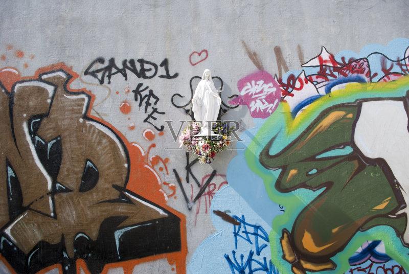 概念和主题 涂鸦 墙 圣玛丽 无人 宗教 绘画作品 雕像 涂鸦墙 多色的 图片